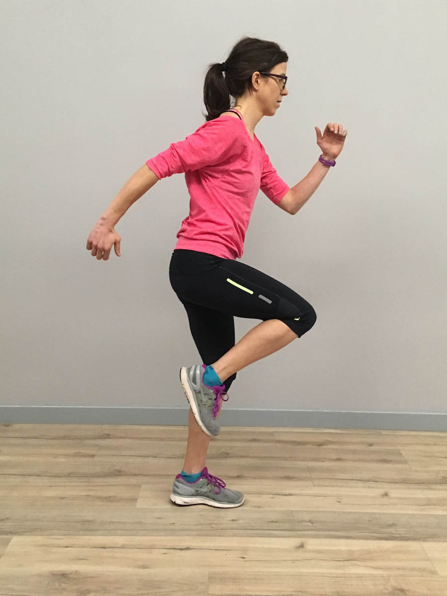 RUNULTRA_Ankle-Sprain-article_Single-leg-standing-with-knee-swing