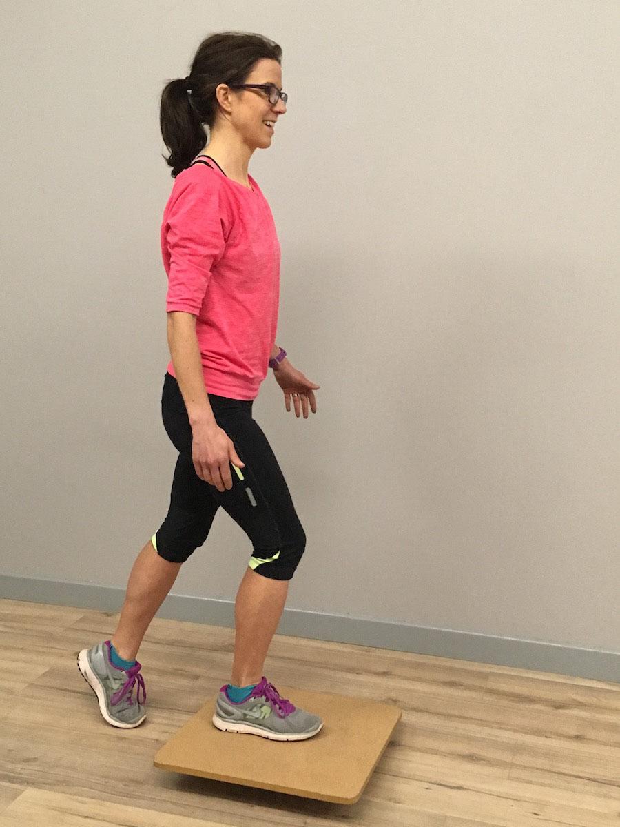 RUNULTRA_Ankle-Sprain-article_Tilt-board-step-over